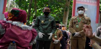 Kunjungan Gubernur Sulsel, Nurdin Abdullah di Kampung Rewako sekaligus melakukan peresmian. (Foto: berita.news/Putri).