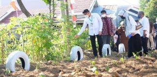 Kunjungan bupati Gowa, Adnan Purichta Ichsan di Kampung Rewako Polres Gowa di Perumahan Griya Persada Manggarupi, Kelurahan Paccinongan, Kecamatan Somba Opu. (Foto: ist).