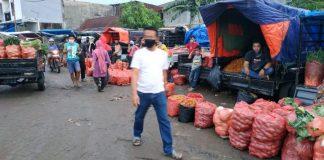 Suasana aktivitas pedagang dan pengunjung di Pasar Induk Minasamaupa Kabupaten Gowa. (Foto: berita.news/Putri)