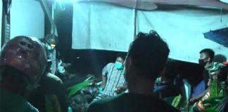 Warga Hadang Petugas yang Akan Makamkan Pasien Corona di Mamuju. (Foto: Detik.com)