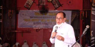 Penanggung jawab kegiatan, Alimuddin Tiro saat memberikan sambutan di acara Halal bi Halal SMA Salis Gowa. (Foto: ist).