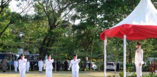 Upacara penurunan bendera merah putih di pelataran kantor Bupati Gowa. (Foto: berita.news/putri).