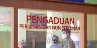 Bupati Gowa, Adnan Purichtq Ichsan memantau posko pelayanan terpadu Pemkab Gowa. (Foto: berita.news/Putri).
