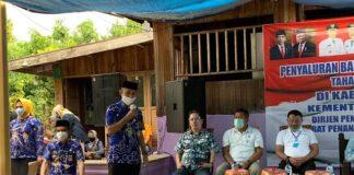 Penyaluran BST Kemensos tahap ke tiga di Kabupaten Gowa. (Foto: Berita.news/Putri)