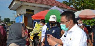 Pjs Bupati Gowa, Andi Aslam Patonangi bersama Forkopimda Gowa kembali lakukan sosialisasi sekaligus membagikan ribuan masker kepada masyarakat. (Foto: berita.news/Putri).