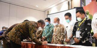 Rapat Koordinasi DPM-PTSP kabupaten/kota se Sulawesi Selatan sekaligus Pendatanganan MoU antara Gubernur dangan para bupati/walikota. (Foto: berita.news/Putri)