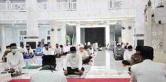Pemerintah Kabupaten Gowa menggelar dzikir dan doa bersama untuk mensukseskan seluruh tahapan Pilkada di Masjid Agung Syekh Yusuf. (Foto: berita.news/Putri).