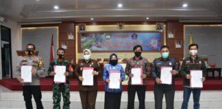 Penandatanganan Pakta Integritas untuk mewujudkan Pilkada yang bermutu dan bermartabat. (Foto: berita.news/Putri).