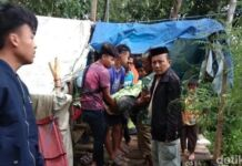 Korban gempa Sulbar di Kabupaten Majene meninggal di tenda pengungsian karena kedinginan. (Foto: Detik.com)