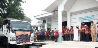 Pelepasan pengiriman bantuan kemanusiaan untuk korban gempa Majene dan Mamuju, Provinsi Sulawesi Barat di Halaman Kantor Bupati Gowa. (Foto: berita.news/Putri).