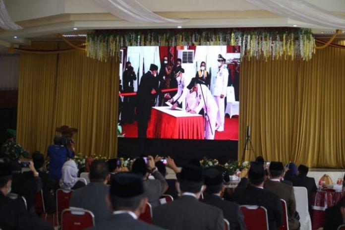 Prosesi pelantikan Bupati dan Wakil Bupati Gowa di Rumah Jabatan Gubernur Sulawesi Selatan. ( Foto: berita.news/Putri).