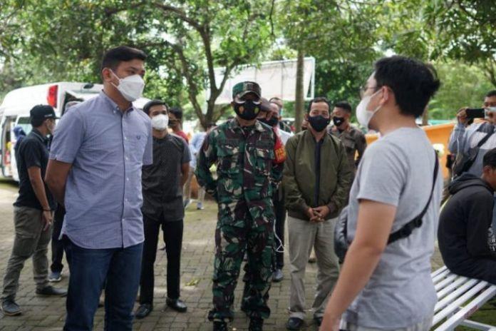Bupati Gowa, Adnan Purichta saat memantau jalan operasi Yustisi di sejumlah titik. (Foto: berita.news/Putri).