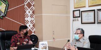 Pertemuan antara Direktorat Kesehatan Masyarakat Veteriner Kementerian Pertanian RI, Syamsul Ma'arif dengan Bupati Gowa, Adnan Purichta Ichsan di Ruang Rapat Bupati Gowa. (Foto: berita.news/Putri).