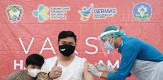 Bupati Gowa, Adnan Purichta Ichsan saat menjalani vaksinasi tahap II. (Foto: berita.news/Putri).