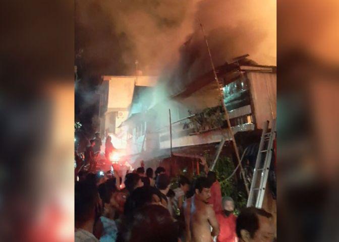 Kebakaran yang terjadi di Jalan Tinumbu, Lorong 148, Kelurahan Layang, Kecamatan Bontoala, Kota Makassar, Minggu (9/5/2021) dinihari, sekira pukul 00.30 WITA.