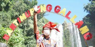 Menteri Pariwisata dan Ekonomi Kreatif, Sandiaga Salahuddin Uno saat berkunjung ke Desa Wisata di Kecamatan Tombolopao, Kabupaten Gowa. Pada Sabtu (19/6/2021). (Foto: berita.news/putri)