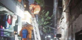 Sebuah rumah ludes terbakar (Dok Damkar Surabaya)