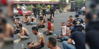 preman yang berhasil diamankan Aparat Polrestabes Makassar saat melakuakan operasi pemberantasan premanisme. (Foto: instagram.com/polrestabes_makassar)